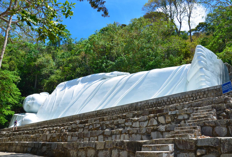 статуя Лежащего Будды в Муйне